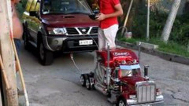 Mini Semi Truck Pulls 4x4 car      - Snotr