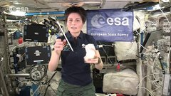 Thumbnail of Barycentric balls in space - classroom demonstration video