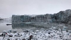 Thumbnail of Tourists flee large wave after Icelandic glacier collapses